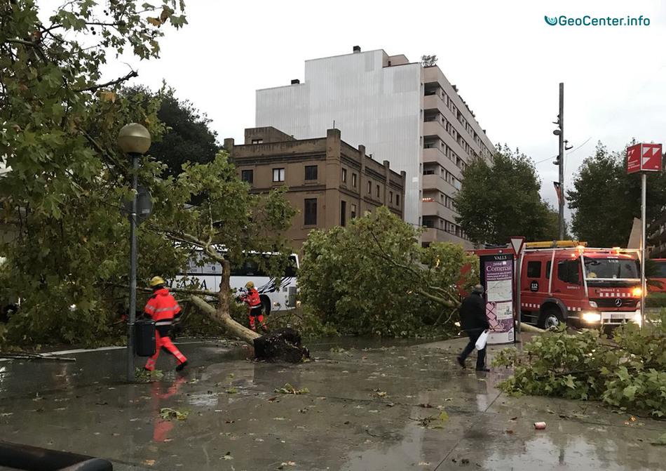 Град, смерч и ливни в городах Испании, 17-18 октября 2017 года