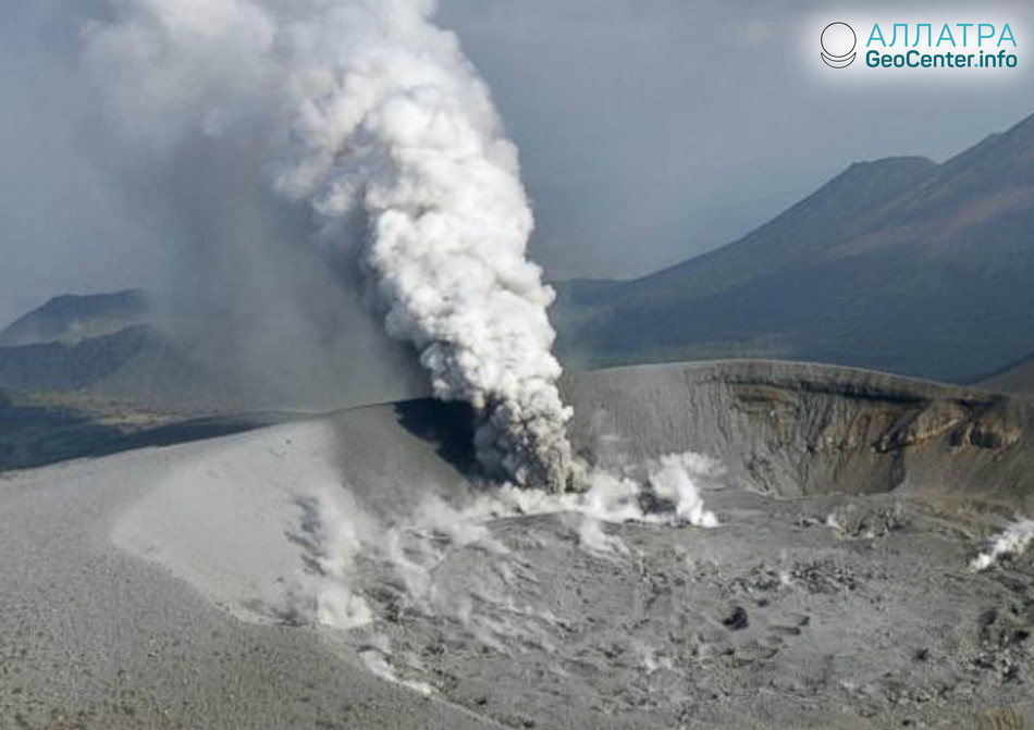 Извержении вулкана Кирисима на острове Кюсю (Япония), апрель 2018 г.