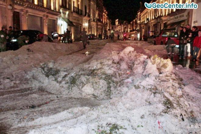 Град засыпал улицы мексиканского города Сакатекас