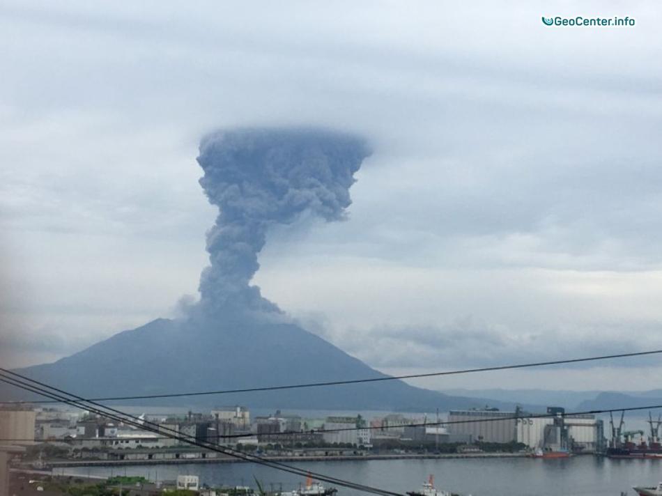 Извержение вулкана Сакурадзима в Японии, июнь 2017 года.