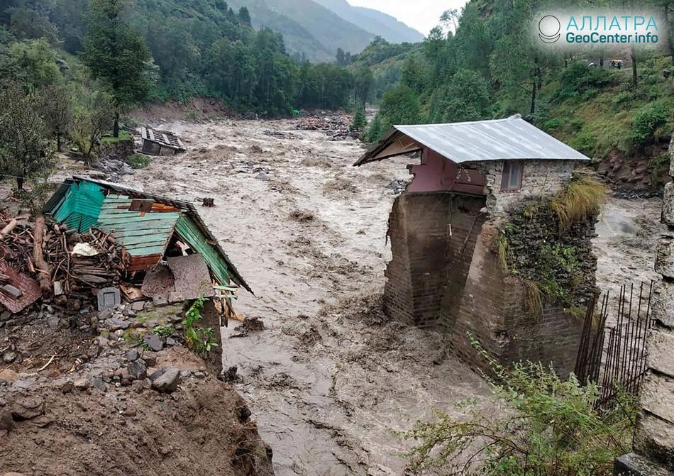 На севере Индии из-за ливней реки вышли из берегов, 22-24 сентября 2018 года