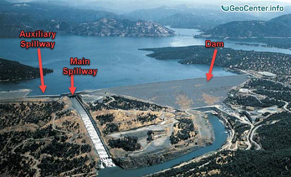 Авария на самой высокой плотине США. Проводится немедленная эвакуация.