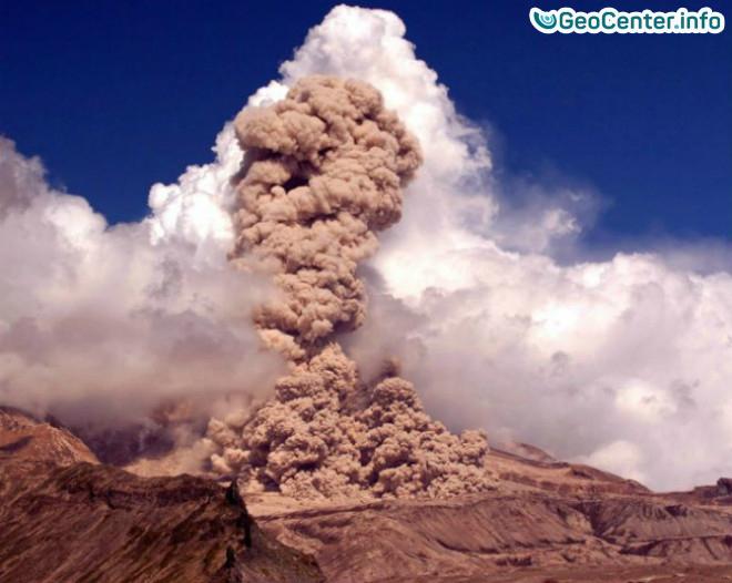 Шивелуч изверг 7-ми километровую колонну пепла на Камчатке