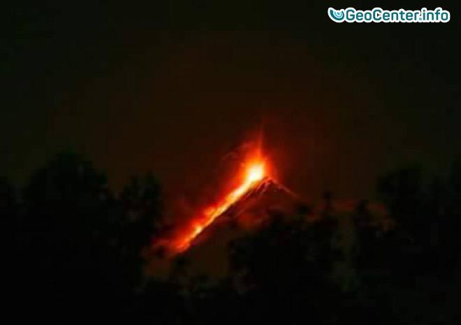 Опять проснулся вулкан Фуэго в Гватемале