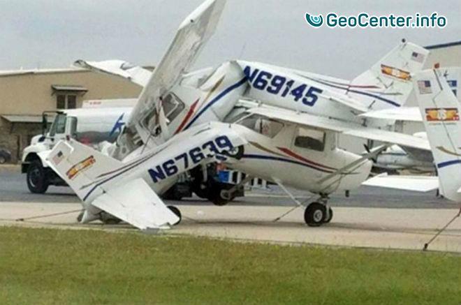 Около 15 самолетов в аэропорту Техаса повредила буря, 23 мая 2017