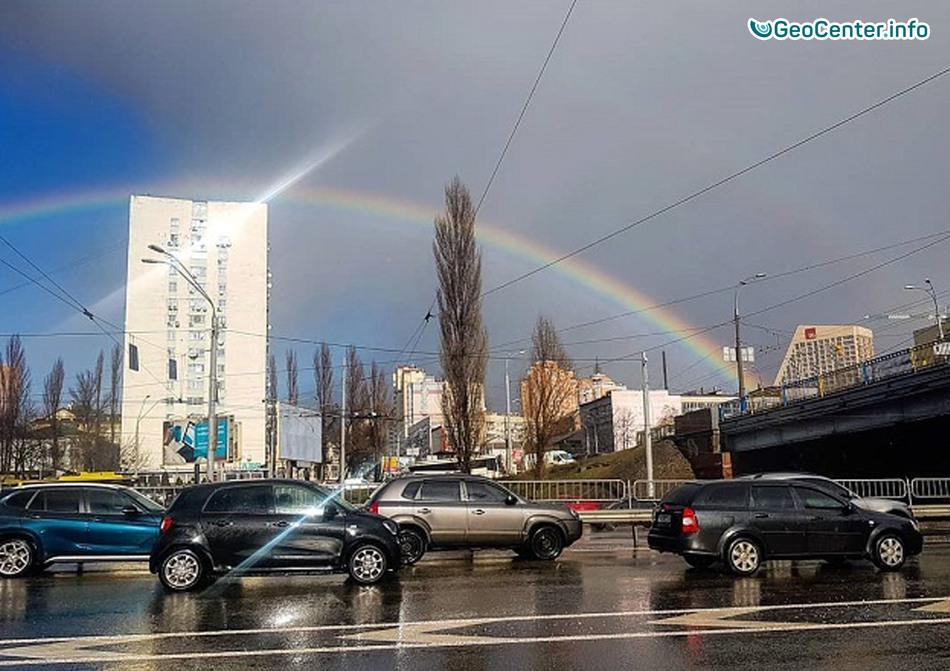 В небе над Киевом в январе неожиданно появилась радуга, январь 2018 г.
