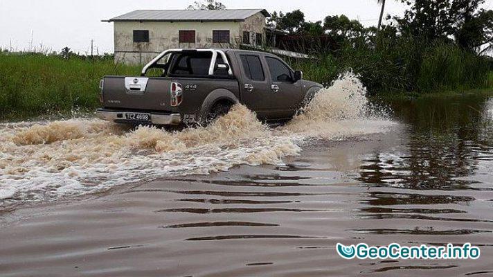 Наводнение на острове Тринидад, Южная Америка, октябрь 2017