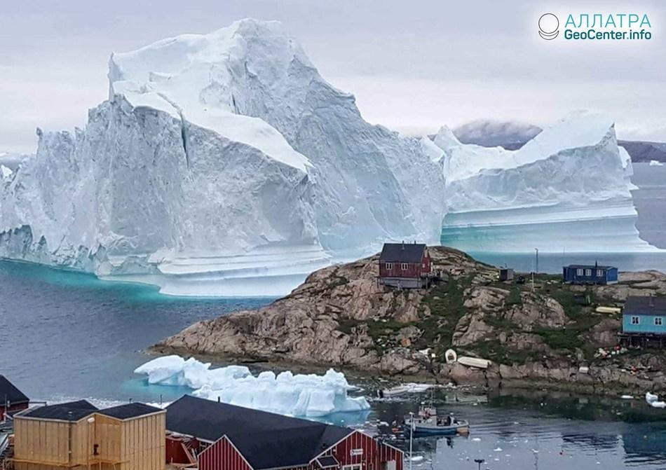 Эвакуация деревни в Гренландии из-за приближения айсберга, июль 2018 г.