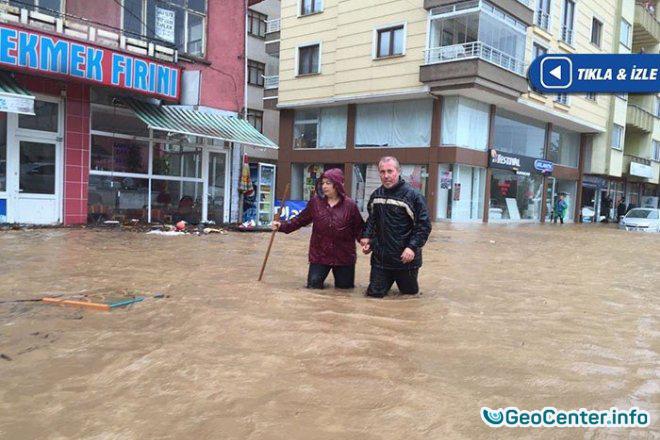 Ливни вызвали сильные наводнения на северо-востоке Турции