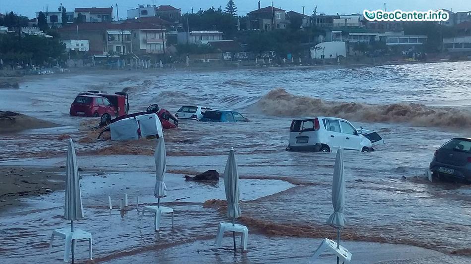 Циклон «Эвридика» практически затопил греческий остров Сими