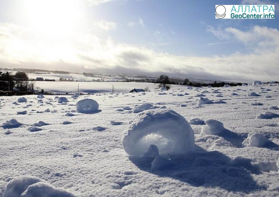 Чудо природы: снежные пончики