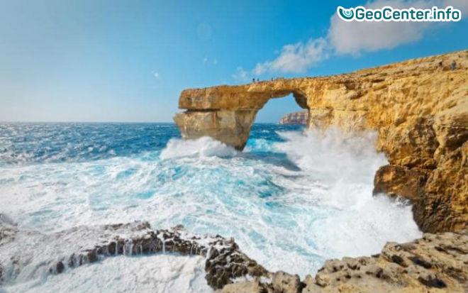 """На Мальте обрушилась скала """"Лазурное окно"""""""