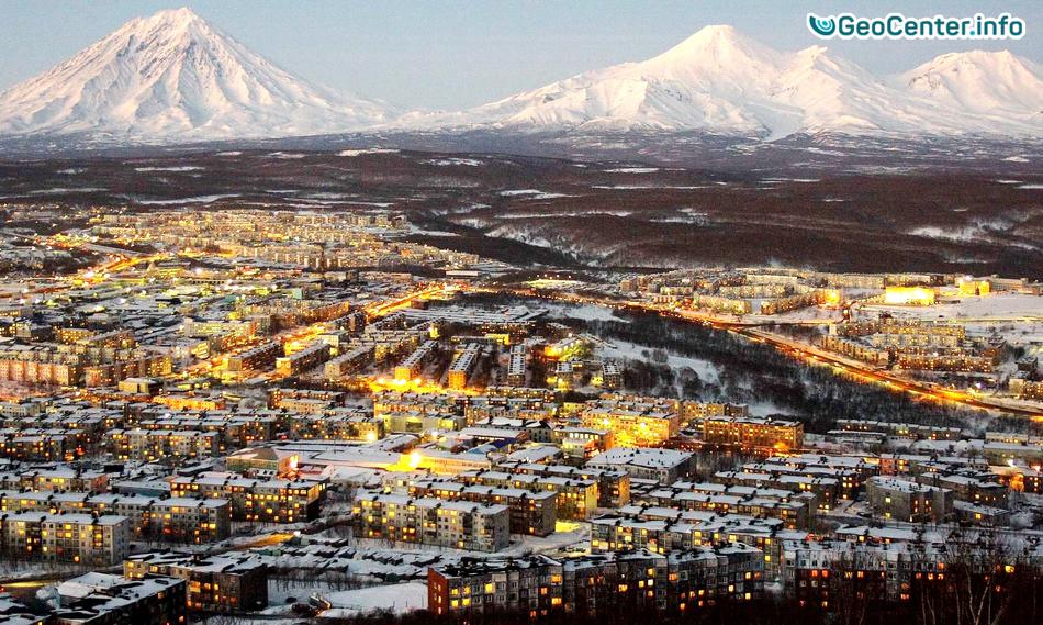 Повышенная активность трех вулканов и снежный циклон на Камчатке