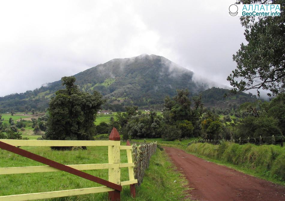 Активность вулкана Турриальба в Коста-Рике, апрель 2018 г.