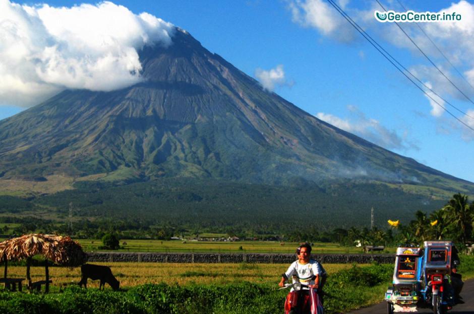 Вулкан Майон продолжает извержение январь 2018