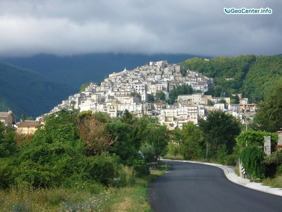 Два землетрясения и лесные пожары в Италии