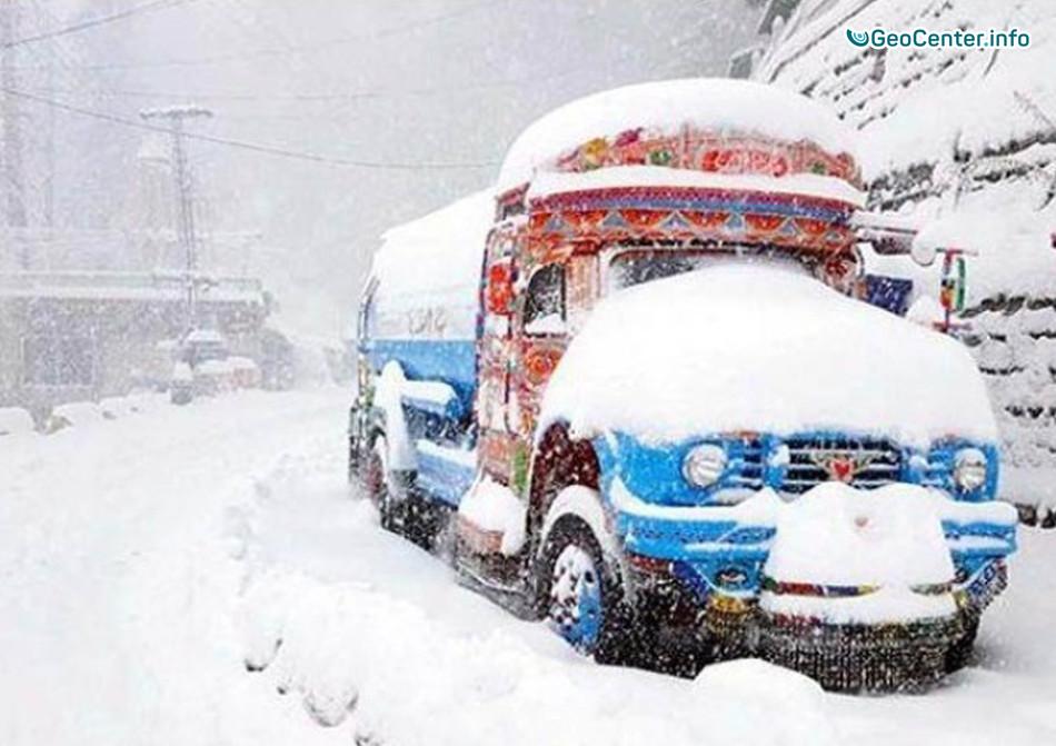 От сильных снегопадов пострадали северные районы Пакистана, февраль 2018 года