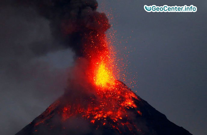 Извержение вулкана Майон на Филиппинах.