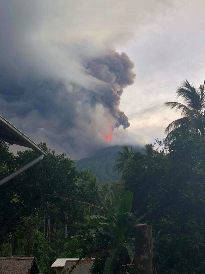 Извержение вулкана на острове Манама (Папуа-Новая Гвинея), август 2018 г.