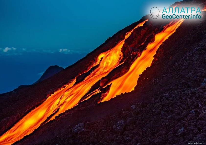 Извержение вулкана Питон-де-ла-Фурнез, февраль 2019