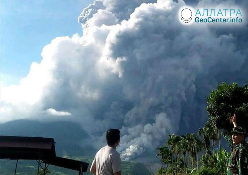 Erupce vulkánu Sinabung, červen 2019