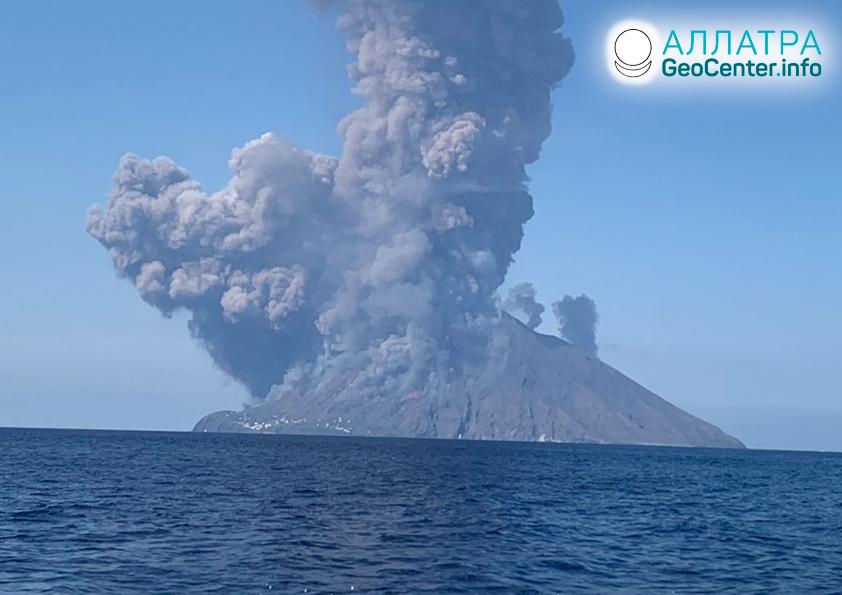 Извержение вулкана Стромболи, июль 2019