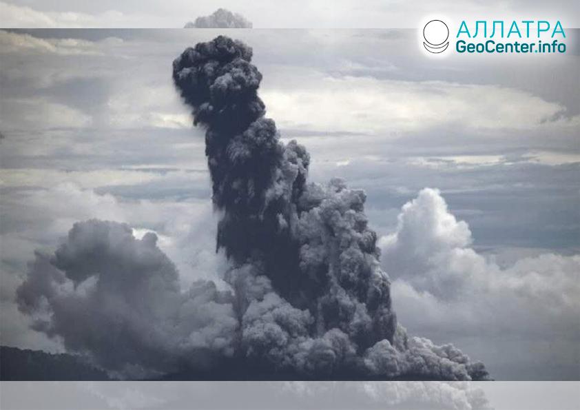 Извержение вулкана в Индонезии, апрель 2020
