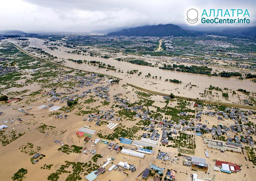 Kataklizmy v Japonsku: tajfún, smršť, zemetrasenie. Október 2019