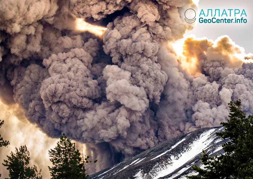 Италия. Землетрясение на фоне извержения Этны, декабрь 2018