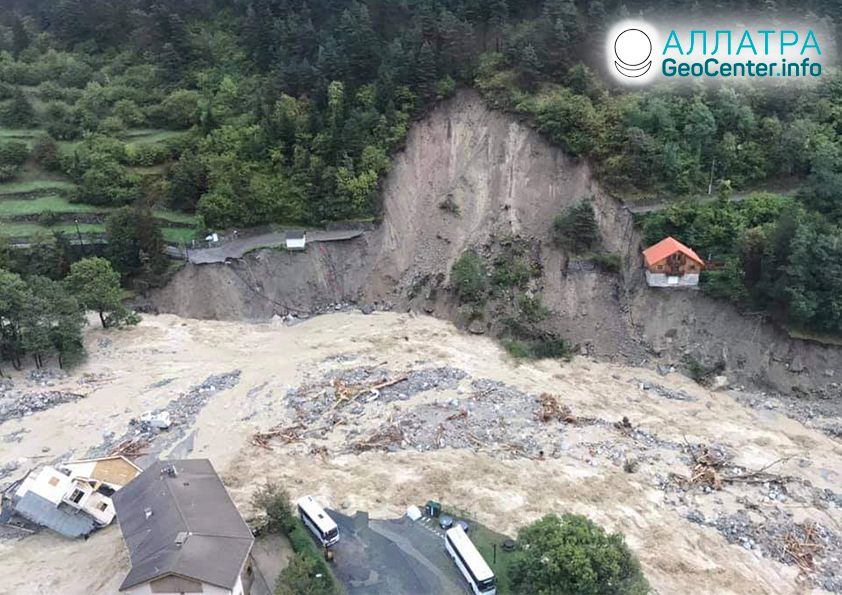 Крупные наводнения и массивные оползни, начало октября 2020