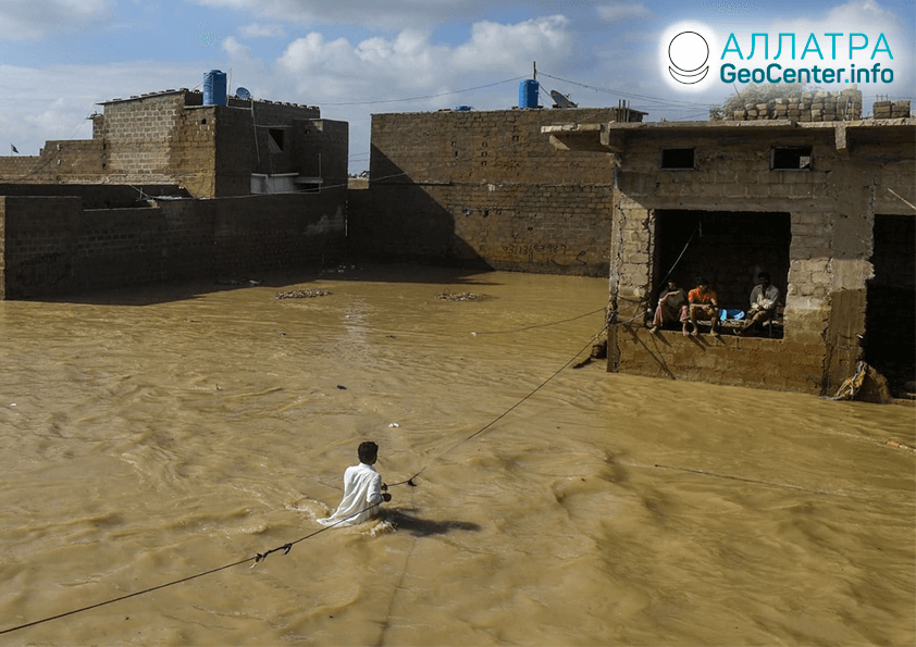 Масштабные наводнения и оползни в странах мира, сентябрь 2020