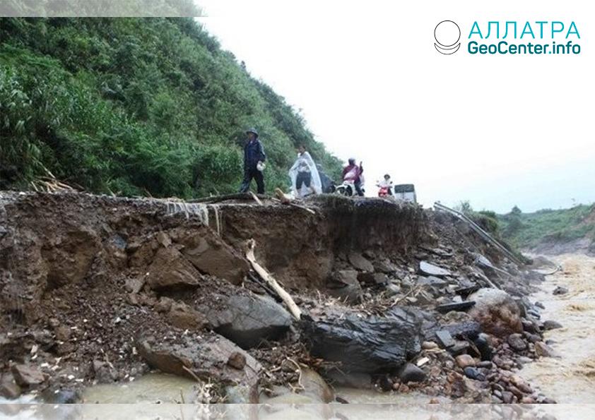 Массивный оползень на востоке Индонезии, апрель 2020 года