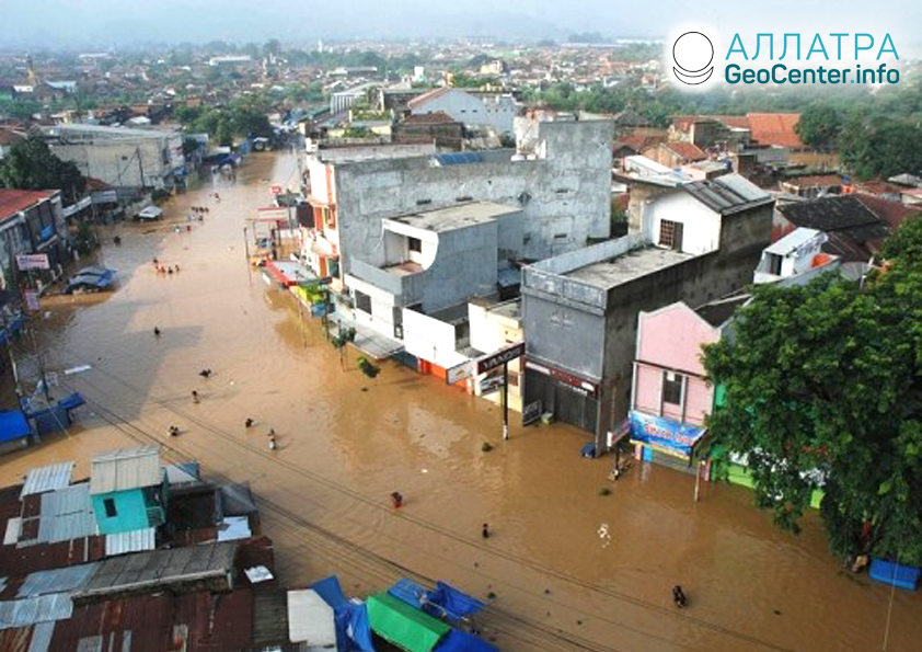 Наводнения на  индонезийском острове Сулавеси, июнь 2019