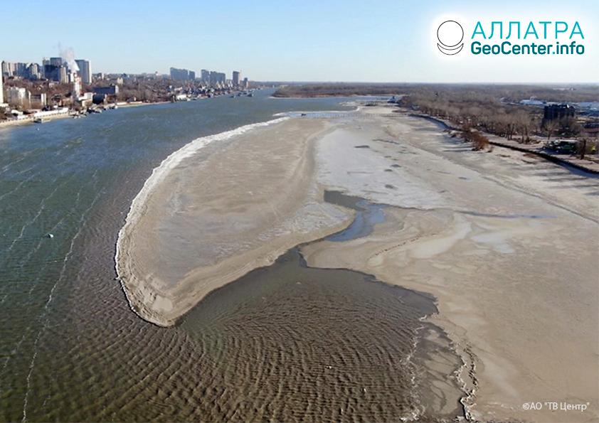 Neobyčajne silné splytčenie rieky Don a Azovského mora, november 2019