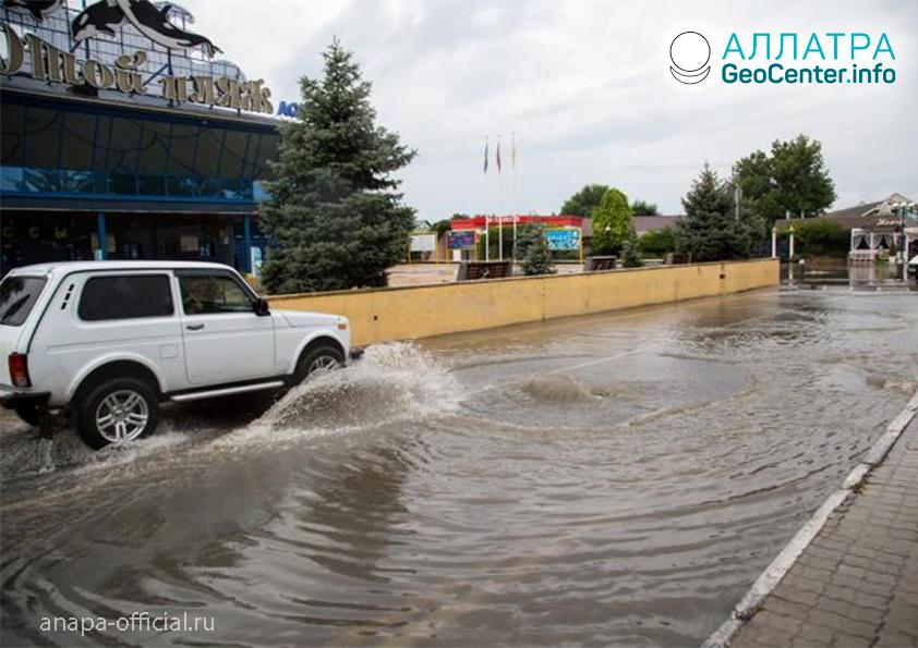 Búrka v Anape (Rusko), júl 2019