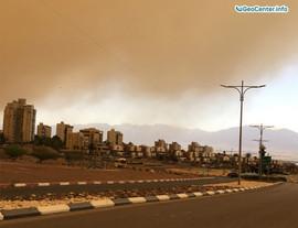 Песчаная буря в городе Эйлат, Израиль