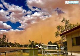 Песчаная буря и крупный град в штате Квинсленд, Австралия, февраль 2018 г.