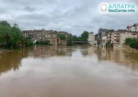 Наводнения и оползни в странах мира, май 2020