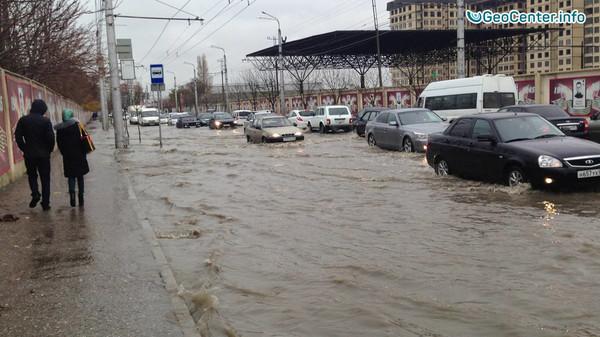 """""""После дождика, в четверг"""": наводнение в Махачкале"""