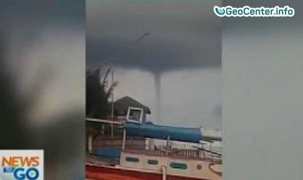 Водяной смерч и землетрясение у берегов Филиппин
