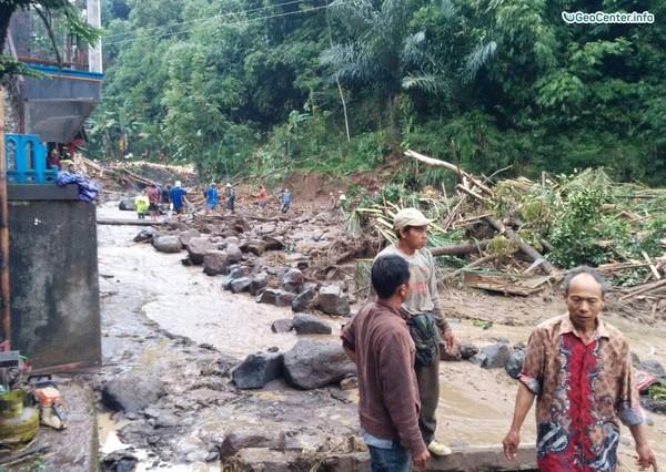 Сход селевого потока в Индонезии