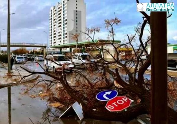 Торнадо в  городе Фаро на юге Португалии, 4 марта 2018 года