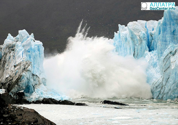 Разрушилась арка в знаменитом аргентинском леднике Перито-Морено, март 2018 года