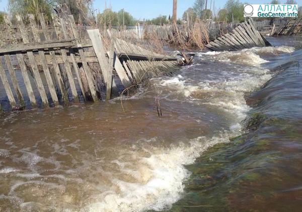Паводок в Южной Сибири продолжается, апрель 2018