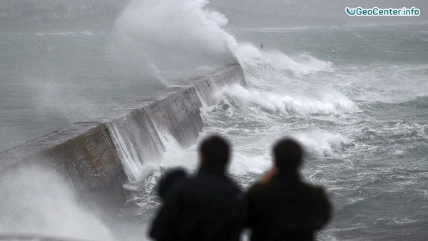 Во Франции порывы ветра до 160 километров в час