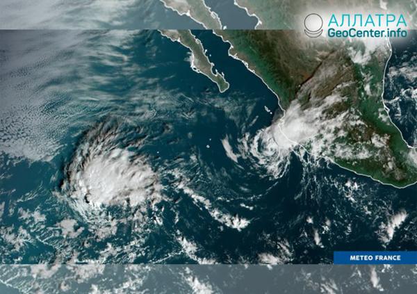 """Тропический шторм """"Альсид"""" прошёл остров Агалега, 7 ноября 2018 г."""