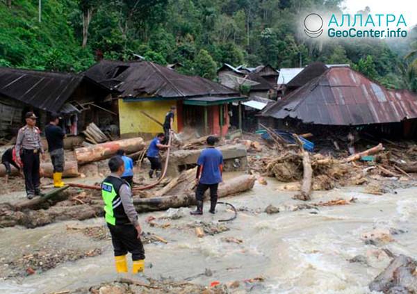 Последствия наводнения на острове Суматра, октябрь 2018