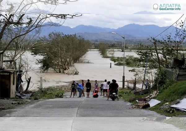 """Тайфун """"Мангхут"""". Последние новости с Филиппин, сентябрь 2018 г."""