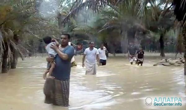 По странам Персидского залива ударил мощный тропический циклон Мекуну, май 2018