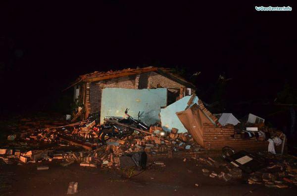 Торнадо и прорыв плотины в Парагвае
